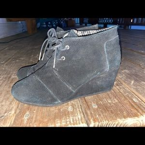 Size 10 TOMS wedges